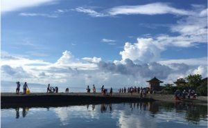 coastal clean up with Marine Conservation Philippines